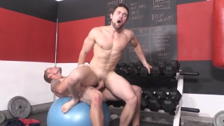 Shawn Reeve fucks Griffin Barrows in the gym