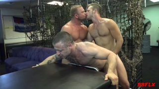 3 hot muscle dudes get it on bareback
