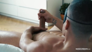well-endowed muscle stud jerks his big cock