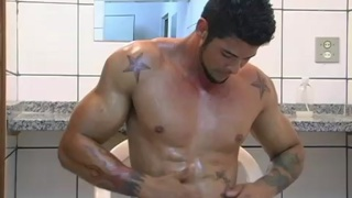 Muscular stud Alexei from Italy