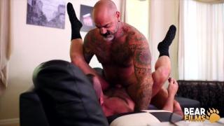 bald muscle bear fucks muscle daddy