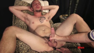 inked stud jacks off with a butt plug in his ass