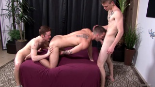 Quentin Gainz fucks two guys in threeway