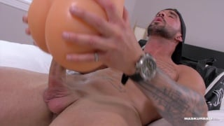 muscle man zack fucks his favorite sex toy