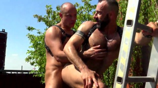 Alberto Esposito & Devian Rogue in ass play at cazzo club