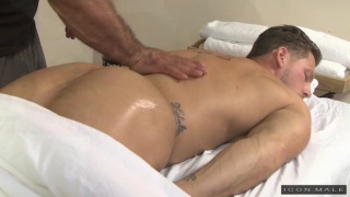hunky masseur fucks his client's round ass