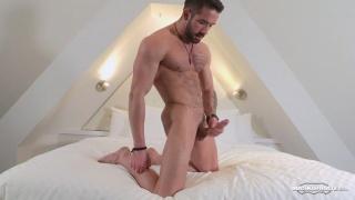 bearded stud zack lemec strokes his cock
