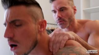 muscle daddy MANUEL SKYE fucks KLEIN KERR