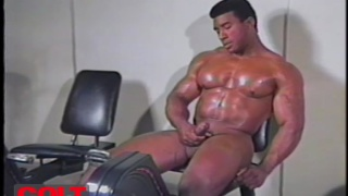 professional body builder rick strode strokes his bone