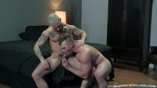 bodybuilder with bleached hair gets his ass fucked